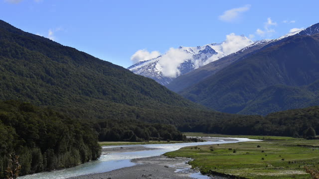 Makarora River at Cameron Flat on the Haast Road - Wanake Road. Southern Alps, Makarora River, Cameron Flat, Otago Region, Mount Aspiring National Park, South Island-New Zealand, New Zealand, Australasia.