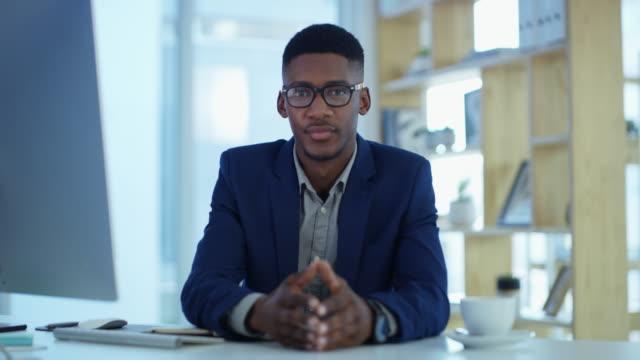 vídeos de stock e filmes b-roll de make it your mission to succeed - vestuário de trabalho formal