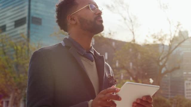 vídeos de stock e filmes b-roll de make smart moves and keep moving forward - caminho adiante