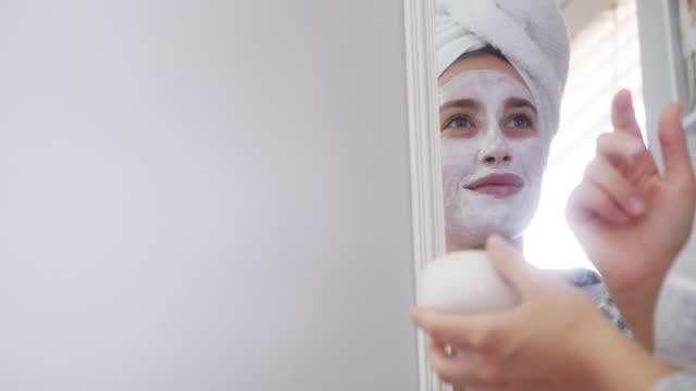 vidéos et rushes de assurez-vous que votre peau brille autant que vous - soin du corps