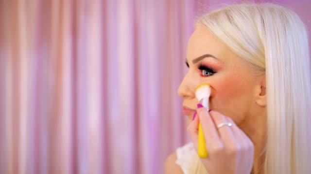 make up artist applying blusher - blusher stock videos & royalty-free footage