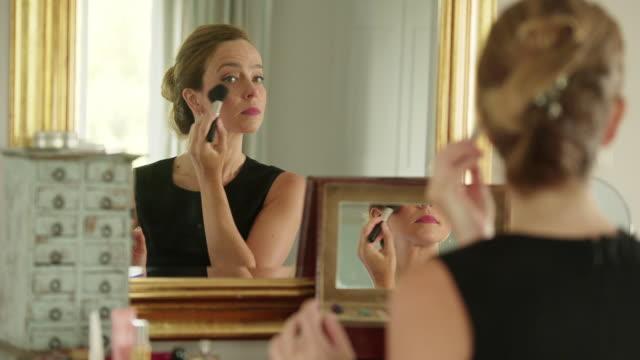 vídeos de stock e filmes b-roll de make up for profession. - vaidade