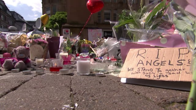 stockvideo's en b-roll-footage met makeshift memorial at st. ann's square for the victims of a suicide bombing terrorist attack that occurred during an ariana grande concert at the... - war or terrorism or military
