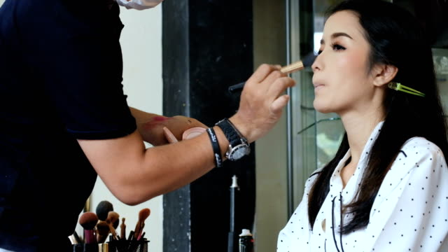 Make-up and Brush movement of Asian young woman
