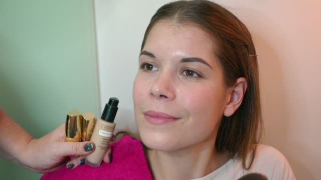 make-up artist applying face powder with a brush - applying stock videos & royalty-free footage