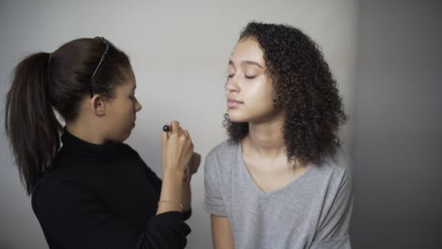 stockvideo's en b-roll-footage met a make-up artist applying foundation. - verschijning