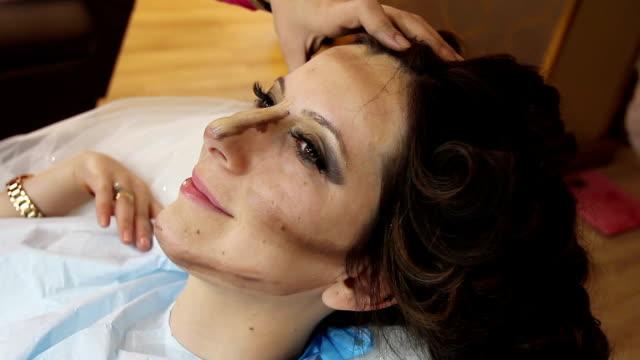 Maquillador la elaboración de modelos entre bastidores
