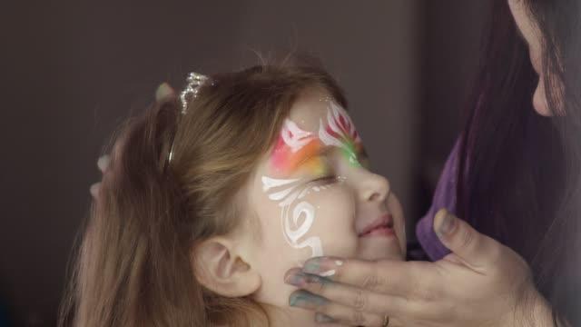 vídeos de stock, filmes e b-roll de maquiagem é engraçado - fada