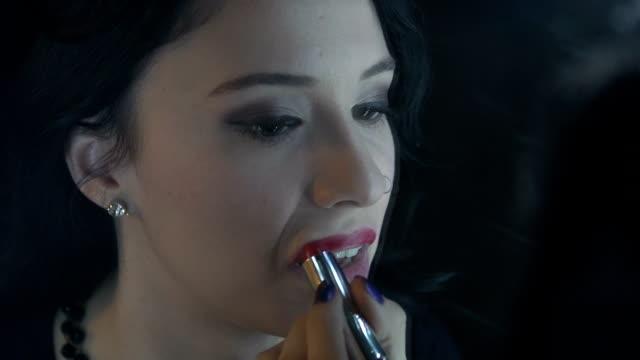 vídeos de stock e filmes b-roll de make-up de batom - cor creme