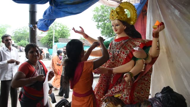makeup of goddess durga idols, maharashtra, india. - drawing artistic product stock videos & royalty-free footage