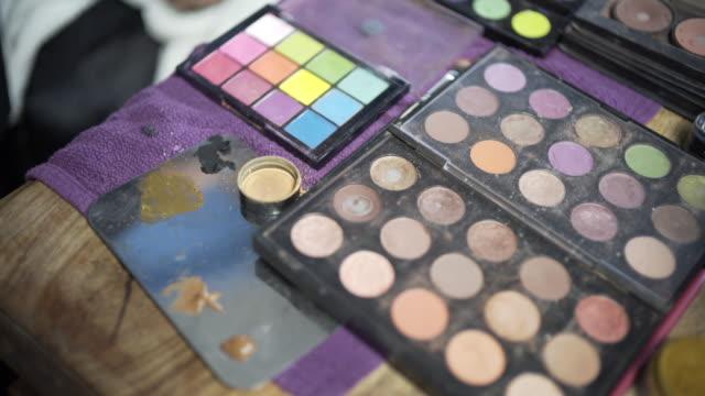 vídeos y material grabado en eventos de stock de make-up pallet and make-up. - colorete