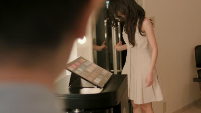 make-up salon - 美容専門家点の映像素材/bロール