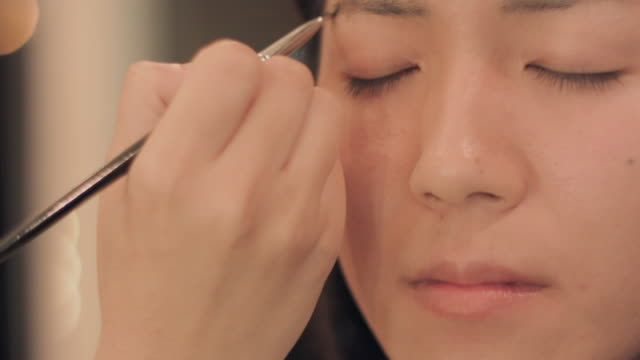 Make-up salon.Eye brow.