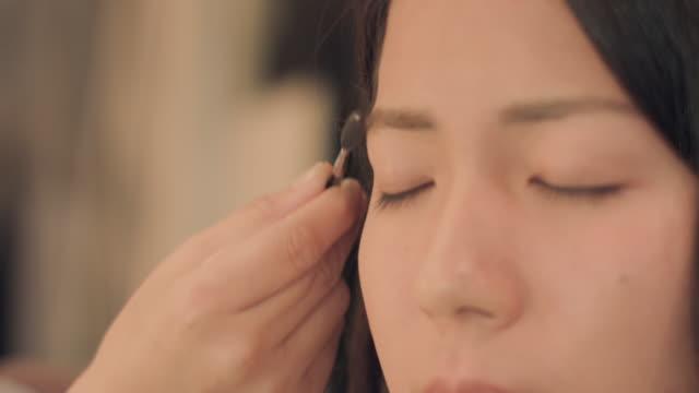 Make-up salon.Eye brow.