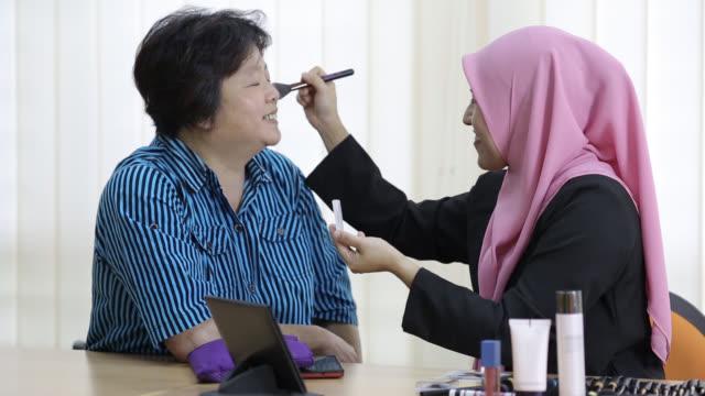make-up tutorial - side hustle stock videos & royalty-free footage