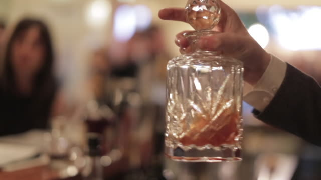 making a cocktail - mixing the cocktail with smoke - decanter stock videos & royalty-free footage
