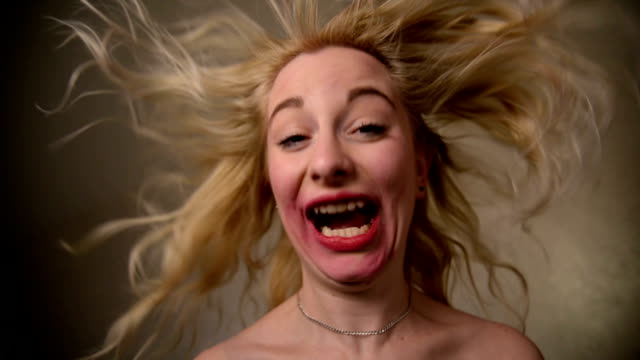 stockvideo's en b-roll-footage met het maken van een gezicht - knipogen activiteit