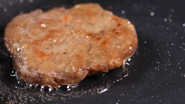 making a grilled short rib patties (or tteok-galbi, korea traditional festival foods) on the pan - capodanno coreano video stock e b–roll