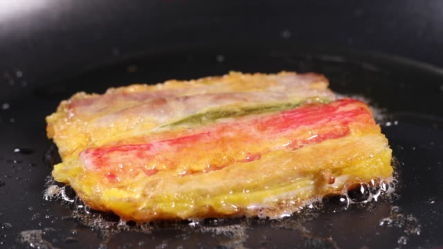 making a meat and vegetable skewer (or sanjeok, korea traditional festival foods) on the pan - capodanno coreano video stock e b–roll