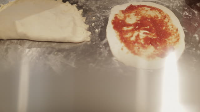 stockvideo's en b-roll-footage met making a pizza - spreading the tomato puree - soeplepel