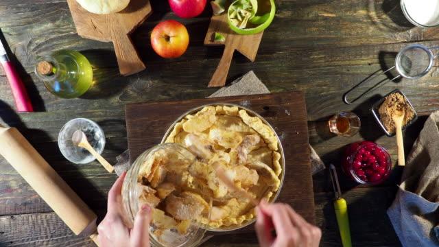 Machen einen Apfelkuchen