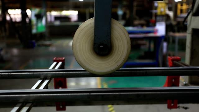 vídeos de stock e filmes b-roll de fazer placas de cerâmica - ceramista