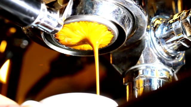 エスプレッソコーヒーを - エスプレッソ点の映像素材/bロール