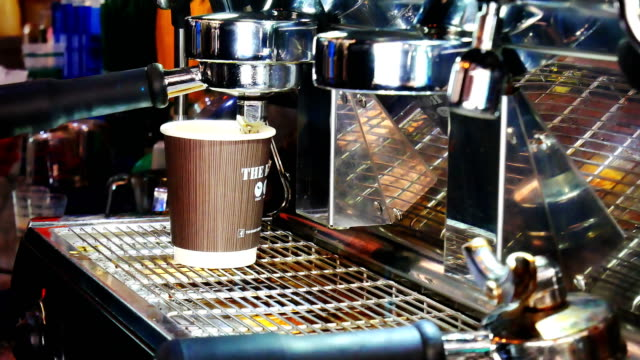 making espresso coffee - coffee cup stock videos & royalty-free footage