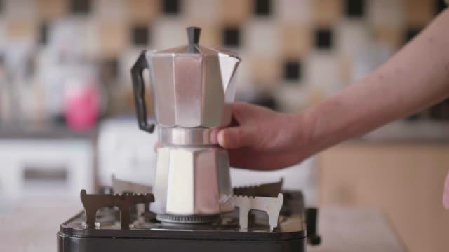göra espresso med Moka Pot
