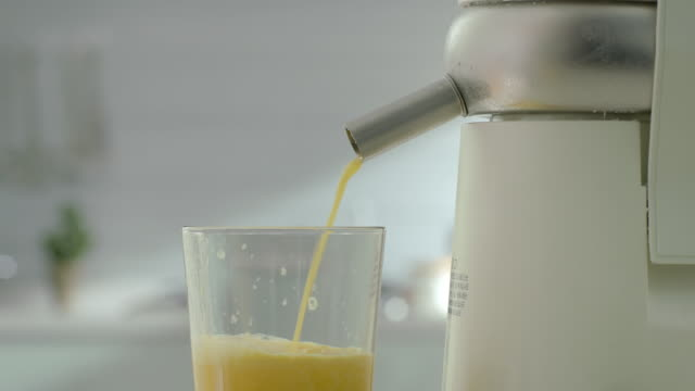 vídeos y material grabado en eventos de stock de making fresh orange juice in blender(electric juicer) - licuadora