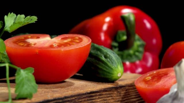 vídeos y material grabado en eventos de stock de hacer sopa de gazpacho - cultura mediterránea