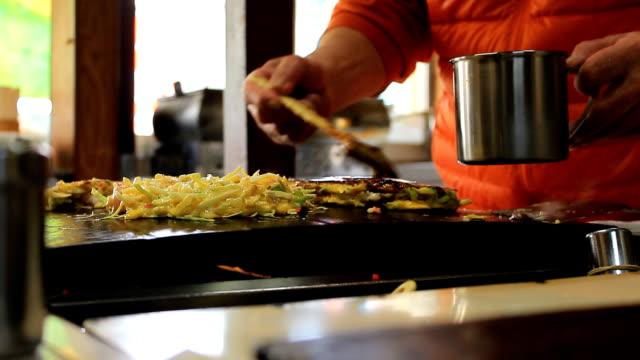 Japanse yakisoba maken