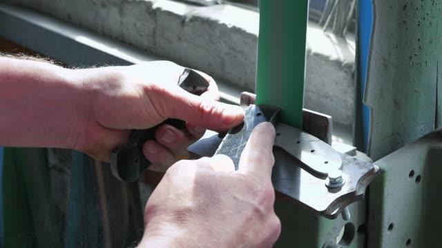 making knife - sheffield video stock e b–roll