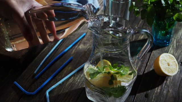 making lemonade - bricco video stock e b–roll