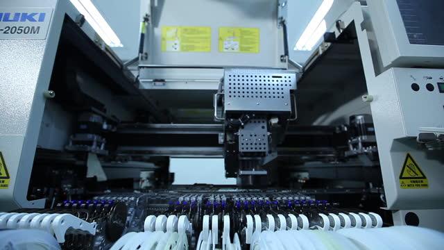 pcb(printed circuit board) making machinery / south korea - 半導体点の映像素材/bロール