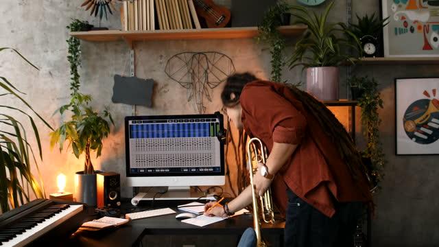 ホームスタジオで音楽を作る - レゲエ点の映像素材/bロール