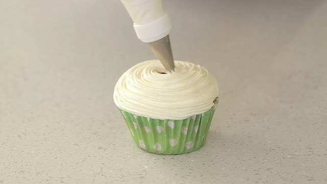 Making Petals decoration on cupcake
