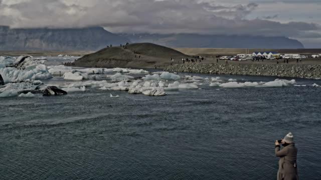foto von einem berühmten gletscherlagune - glacier nationalpark stock-videos und b-roll-filmmaterial