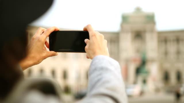 vidéos et rushes de faire des photos du palais de la hofburg - monument