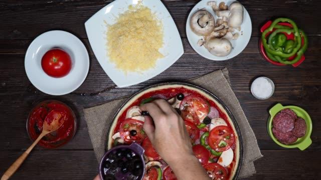 stockvideo's en b-roll-footage met pizza maken - ingrediënt