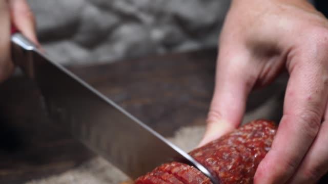 pizza machen - scharfe schoten stock-videos und b-roll-filmmaterial