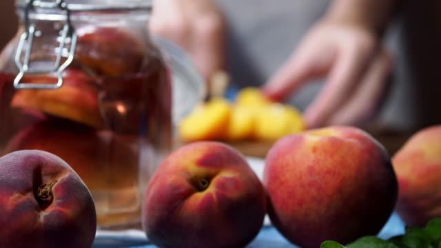 保存された桃を作る - モモ点の映像素材/bロール
