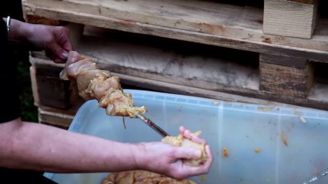 att göra spett kebab - människoarm bildbanksvideor och videomaterial från bakom kulisserna