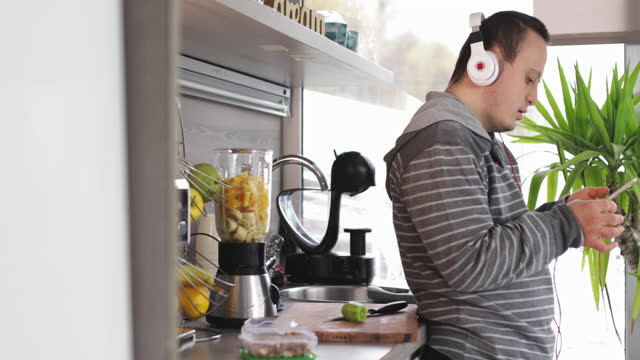 making smoothies and using modern technology - intellectual disability stock videos & royalty-free footage