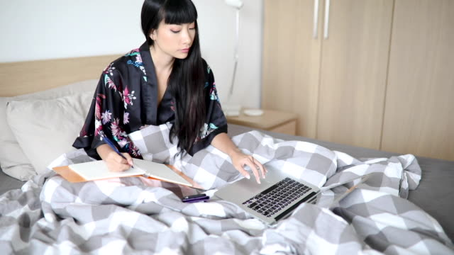 making study notes - hot desking stock videos & royalty-free footage