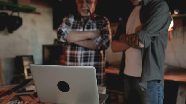 machen die teil... - werkzeug stock-videos und b-roll-filmmaterial
