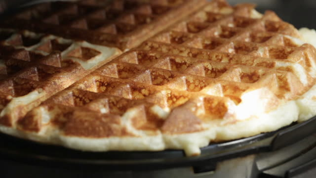 stockvideo's en b-roll-footage met making waffles in a waffle maker - voorbereiding