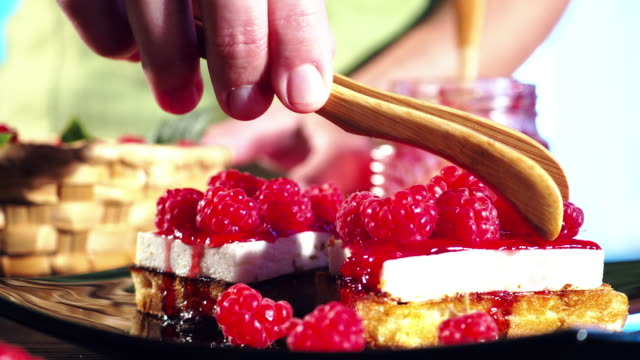vídeos de stock, filmes e b-roll de fazer waffles com framboesas frescas - waffles