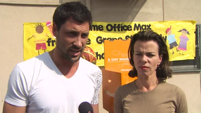 vidéos et rushes de maksim chmerkovskiy and debi mazar on what motivated them to participate in a day made better and who their favorite teachers were growing up and... - enseignante