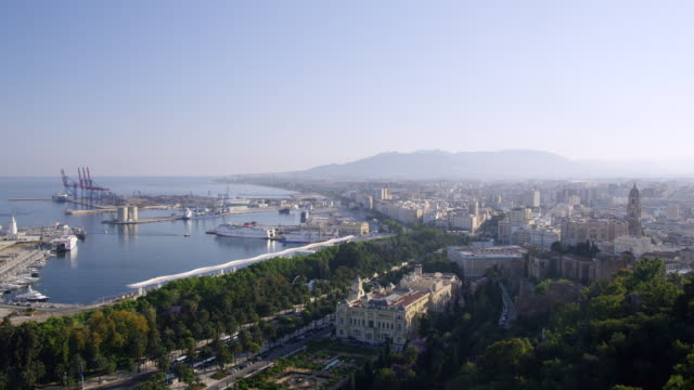 Malaga seen from the Gibralfaro fortress; WS PAN from city center with town hall in foreground over the port to the Malagueta peninsula; looking southwest along the Costa del Sol / Malaga, Andalusia, Spain